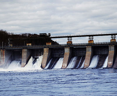 hydroelectric vs nuclear power Together nuclear power plants and hydroelectric dams provide about 50% of the power generated for the united states doing so in a clean and efficient manner.