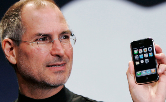 steve-jobs-introduces-original-iphone-macworld-sf-2007-332x205